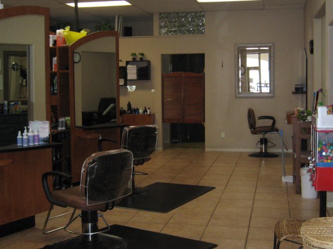Inside Salon Ron Dev U - view1